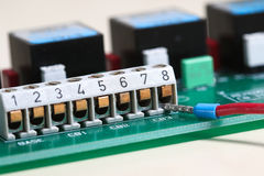 Câblage d'un câble dans une prise Photos stock