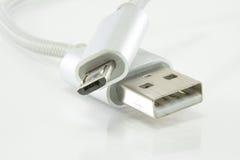 Câble d'USB et usb micro sur le fond blanc Photo stock