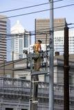 Câbles de l'électricité de fixation d'électricien image libre de droits
