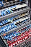 Câbles de réseau de serveur Photographie stock