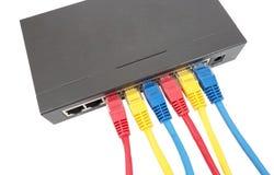 Câbles de réseau reliés au routeur Photo stock