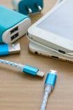 Câbles de remplissage d'USB pour le smartphone et le comprimé Photos stock