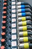 Câbles et connecteurs audio dans l'équipement de studio image libre de droits