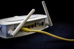 Câbles jaunes de réseau photographie stock