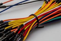 Câblez le fil coloré de couleur d'arc-en-ciel pour le prototypage rapide électronique Photographie stock