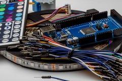 Câblez le fil coloré de couleur d'arc-en-ciel pour le prototypage rapide électronique Images libres de droits