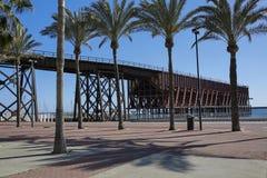 Câblez le vieux pilier et port ferroviaires d'Ingles- à Almeria en Espagne images stock