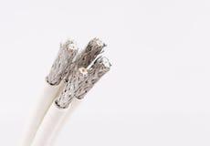 Câblez pour TV numérique, TV par câble, câble de données sur le blanc Photographie stock
