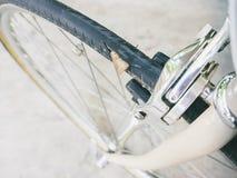 Câmara de ar puncionada do pneu da bicicleta imagem de stock