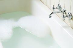 Câmara de ar velha do banho com bolhas Fotos de Stock Royalty Free