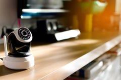 A câmara de segurança do CCTV que opera-se na casa imagem de stock royalty free