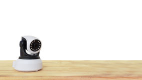 Câmara de segurança na tabela de madeira Câmera do IP foto de stock