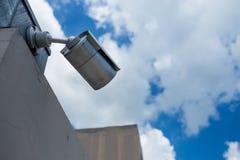 Câmara de segurança no céu azul Foto de Stock Royalty Free