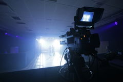 Câmara de televisão profissional estabelecida para um concerto Foto de Stock Royalty Free