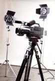 Câmara de vídeo e luz de Dv foto de stock