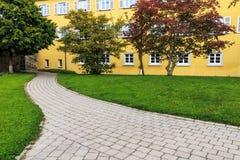Câmara municipal com o parque em Saulgau mau, Alemanha Fotos de Stock Royalty Free