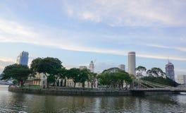Câmara municipal com o parque em Singapura Imagem de Stock Royalty Free