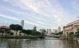 Câmara municipal com o parque em Singapura Foto de Stock Royalty Free