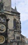 Câmara municipal com o pulso de disparo da astronomia de Praga em República Checa Foto de Stock Royalty Free