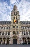 Câmara municipal de Bruxelas no quadrado de Grand Place, Bélgica imagem de stock