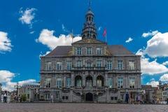 Câmara municipal de Maastricht e o mercado em Maastricht do centro imagem de stock