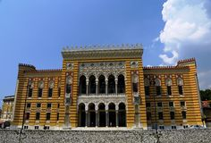A câmara municipal de Sarajevo, Vijecnica imagem de stock royalty free
