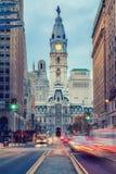 Câmara municipal do ` s de Philadelphfia no crepúsculo Foto de Stock Royalty Free