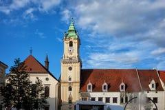 Câmara municipal e igreja velhas do jesuíta em Bratislava Fotografia de Stock Royalty Free