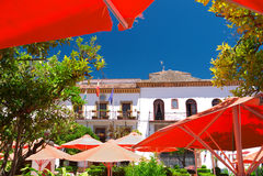Câmara municipal e restaurantes de Marbella Fotos de Stock