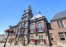 Câmara municipal em Bolsward, Friesland, Países Baixos imagens de stock