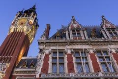 Câmara municipal (Hotel de Ville) em Lugar du Soldat Inconnu em Calais Fotografia de Stock Royalty Free