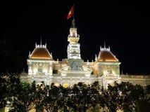 A câmara municipal na cidade de Saigon imagens de stock royalty free