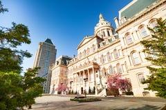 Câmara municipal na rua do feriado, EUA de Baltimore fotos de stock royalty free