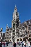 Câmara municipal nova de Munich em Marienplatz, Alemanha, 2015 fotos de stock royalty free