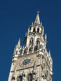 Câmara municipal nova Marienplatz Munich da torre de pulso de disparo fotos de stock royalty free