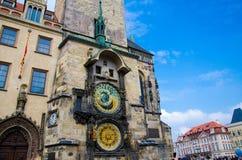 Câmara municipal velha e pulso de disparo astronômico, Praga, República Checa fotos de stock