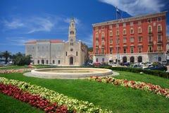Câmara municipal velha na separação Imagens de Stock Royalty Free