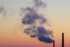 Câmaras de ar que poluem no céu do nascer do sol Foto de Stock Royalty Free