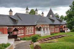 Câmaras de Tsarina's contra nuvens de chuva no verão imagens de stock royalty free