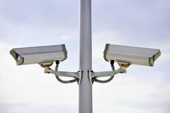 Câmaras de vigilância em um polo Imagens de Stock