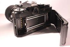 Câmera análoga com aberto para trás imagens de stock