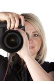 Câmera bonita da terra arrendada da mulher nova Imagens de Stock Royalty Free