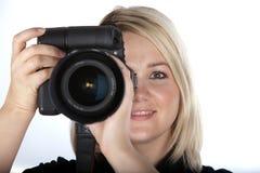 Câmera bonita da terra arrendada da mulher nova Imagem de Stock Royalty Free