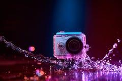 Câmera da ação espirrada com água Fotografia de Stock Royalty Free