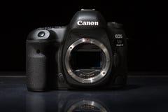 Câmera da foto do profesional DSLR do EOS 5D Mark IV de Canon Foto de Stock Royalty Free