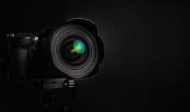 Câmera da foto do slr de Digitas no fundo preto Foto de Stock Royalty Free