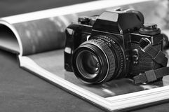 Câmera da foto do vintage e livro da foto Foto de Stock Royalty Free