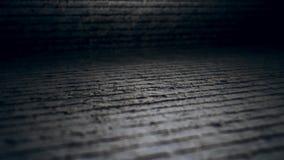 Câmera da parte superior nas superfícies desiguais 4k do cimento filme