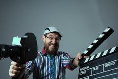 Câmera de filme do homem e clapperboard retros gritando Imagens de Stock