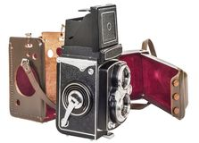 Câmera de reflexo gêmea da lente do vintage com a embalagem destacada do couro de Brown isolada no fundo branco Fotos de Stock